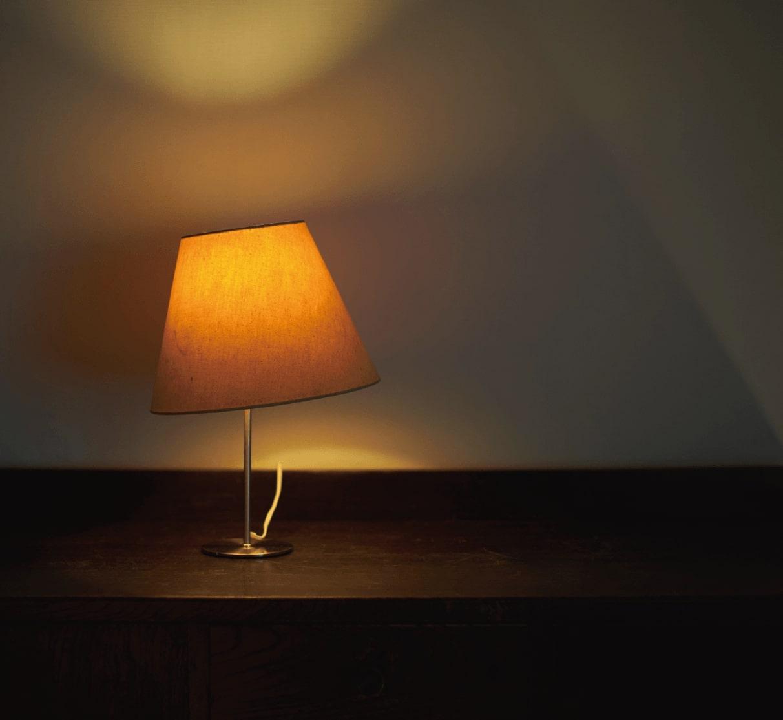 明かりで部屋は、広くなる